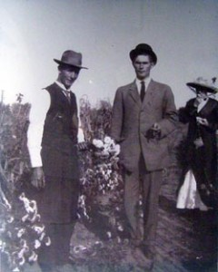 W. W. Wilmore with customers in the dahlia garden.